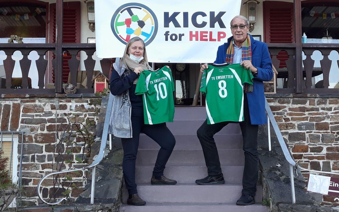 Kick for Help schickt Trikots und Fußbälle nach Nepal