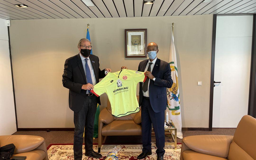 Großes Interesse bei Ruandas Botschafter an Kick for Help